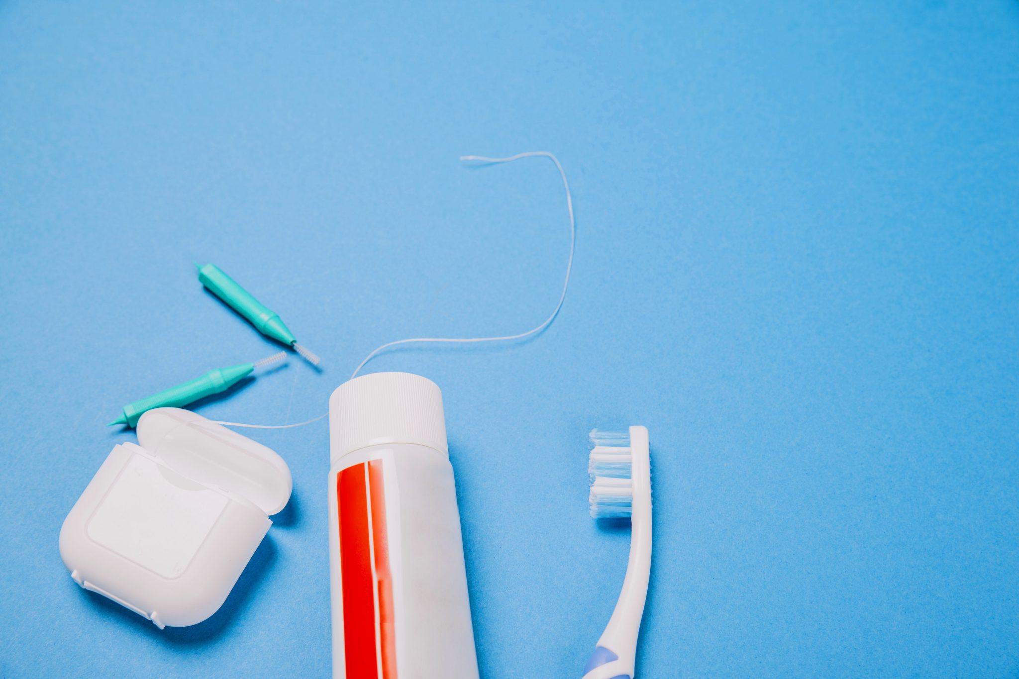نخ دندان از ملزومات سلامت دندانهاست